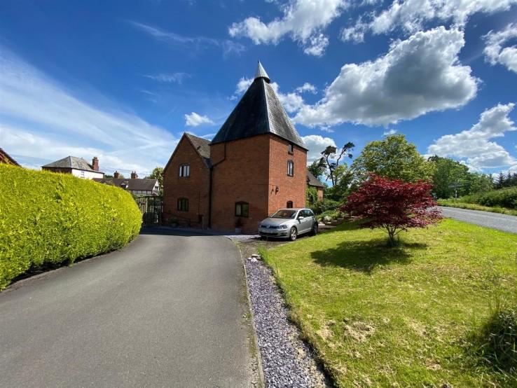 Crews Hill Court, Alfrick, Worcester - Worcestershire - Denny & Salmond