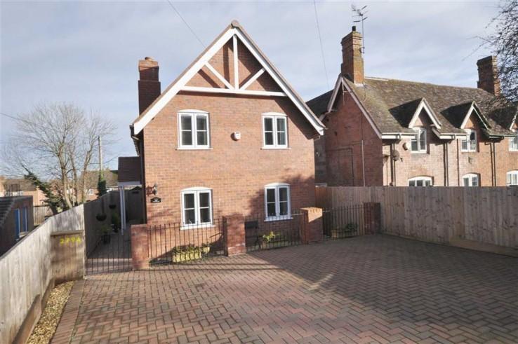 Pickersleigh Road - Worcestershire - Denny & Salmond